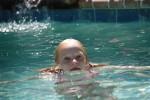 Защо да запишем детето на плуване